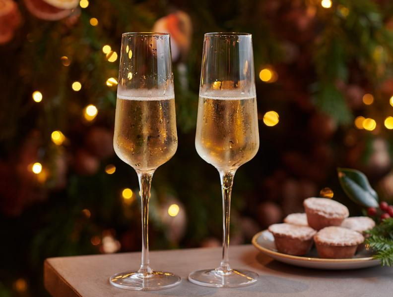 Champagne and Mince Pies